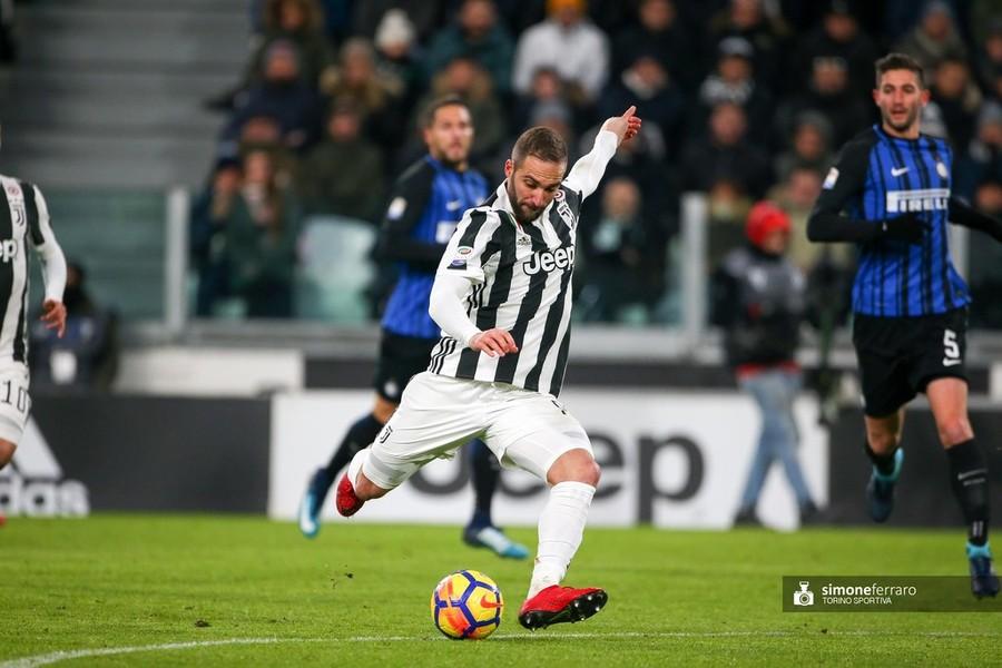 Napoli, chiesta alla Lega la contemporaneità delle gare con la Juve