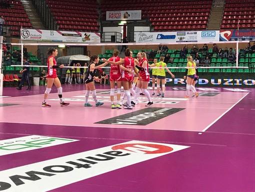 Il Barricalla Cus Collegno Volley parte con piede sbagliato nei Play Off di A2: Cuneo lo strapazza 3 a 0