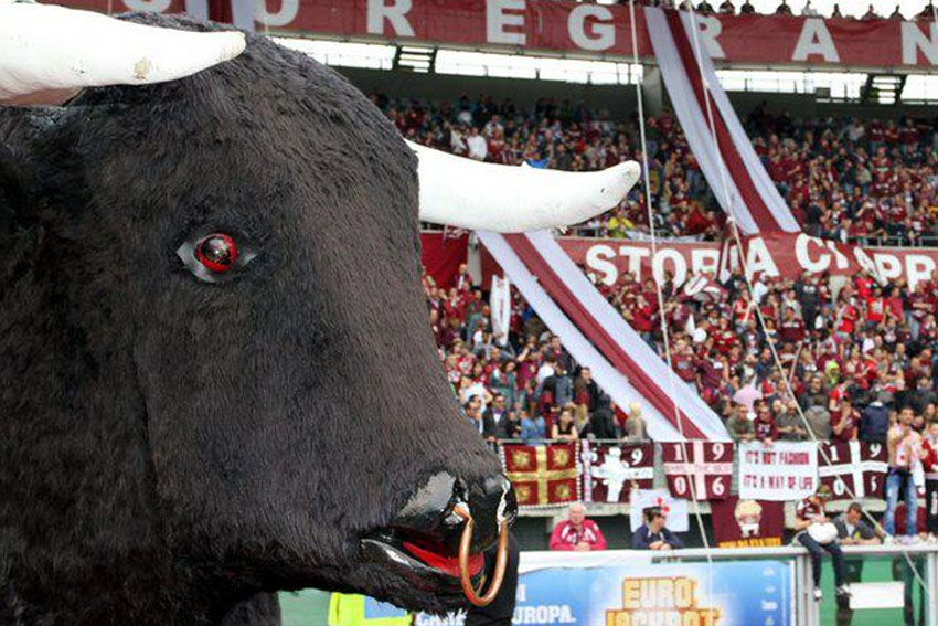 Torino, contestazione dei tifosi. Coro unanime: