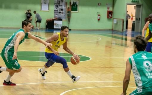 Amin Barraz. è un giocatore del Crocetta Basket