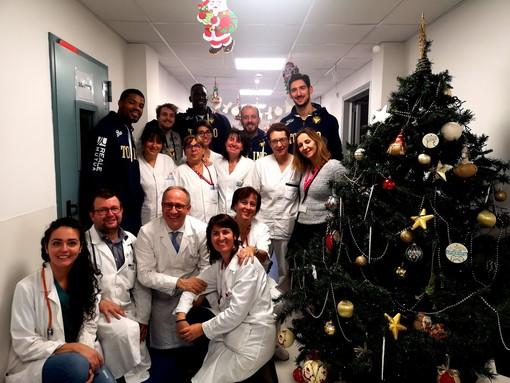 La Reale Mutua Basket in visita ai piccoli pazienti del Regina Margherita
