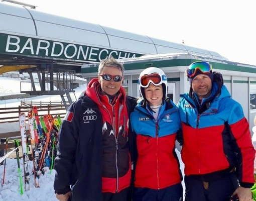 Sara Allemand, tra Dario Borsotti, a sx e Alberto Platinetti, allenatore della squadra femminile del Comitato Zonale AOC (Foto Dario Chiavegato)
