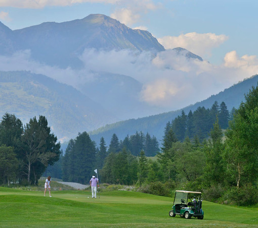 Pragelato Golf apre la stagione estiva. Un richiamo per l'intera Via Lattea.