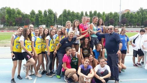 Il Presidente del CONI Piemonte Porqueddu premia le squadre vincitrici della finale regionale dei Giochi Studenteschi