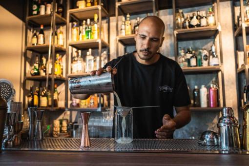 L'arte della mixology incontra assenzio e caffè: Affini ospita Jordy di Leone