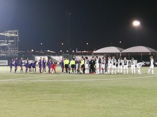 Juventus Women e Fiorentina in campo lo scorso anno a Vinovo: all'epoca vinsero le bianconere, ieri sera le viola si sono prese la rivincita.