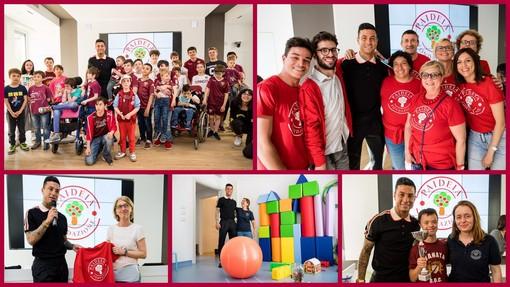"""Armando Izzo insieme con i bambini del """"Centro Padeia"""""""