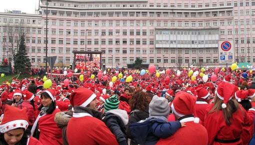 Il 1 dicembre compie 10 anni il più grande Raduno di Babbi Natale sotto l'Ospedale Infantile Regina Margherita