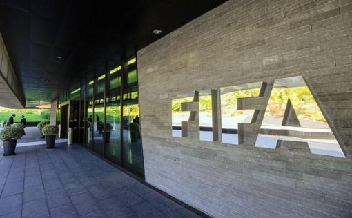 La Fifa: estensione dei contratti, accordi coi giocatori per gli stipendi e finestra di mercato più lunga