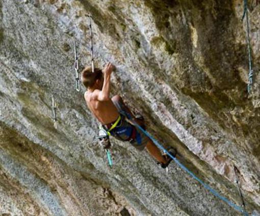Morì in Francia, a soli 12 anni, mentre arrampicava: accompagnatore condannato a 2 anni