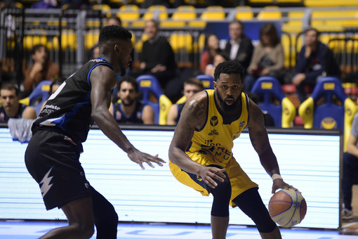 La Reale Mutua Basket batte Latina grazie ad un gran secondo tempo