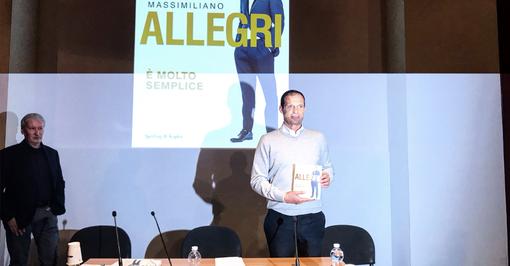 """""""È molto semplice"""": al Salone del Libro Massimiliano Allegri svela le 32 regole che l'hanno reso un allenatore vincente"""
