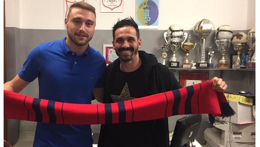 Enzino D'Agostino (a dx) con il nuovo acquisto bomber Mastrorosa dal Pianezza