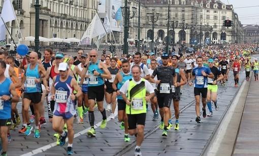 Domenica si corre la maratona di Torino, bus deviati e strade chiuse: tutte le informazioni