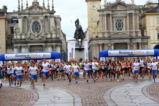 Domenica si corre la maratona di Torino: viabilità modificata e linee del trasporto pubblico deviate