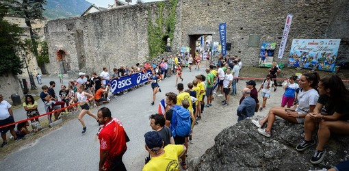 Gli atleti attraverso il castello della Contessa Adelaide di Susa