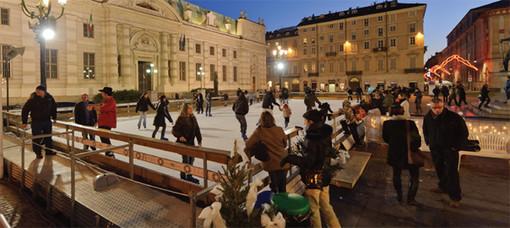 Una pista di pattinaggio su ghiaccio in centro a Torino per un... Natale magico