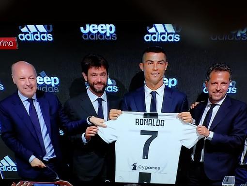 Una immagine della conferenza stampa di ieri con Ronaldo e i vertici dirigenziali della Juve all'Allianz