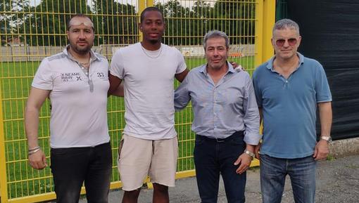 Lorenzo Zaccone con mister Ligato, il ds Gallo e il presidente Granieri