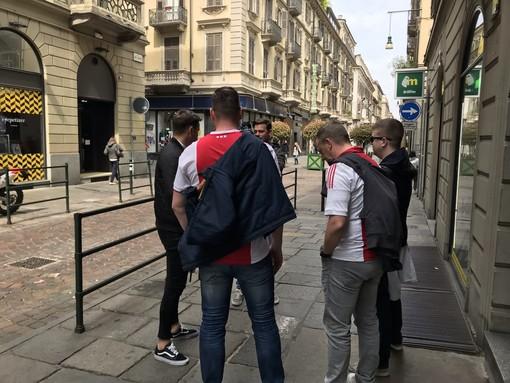 Tifosi dell'Ajax in centro a Torino: pub presi d'assalto, meeting point al Valentino